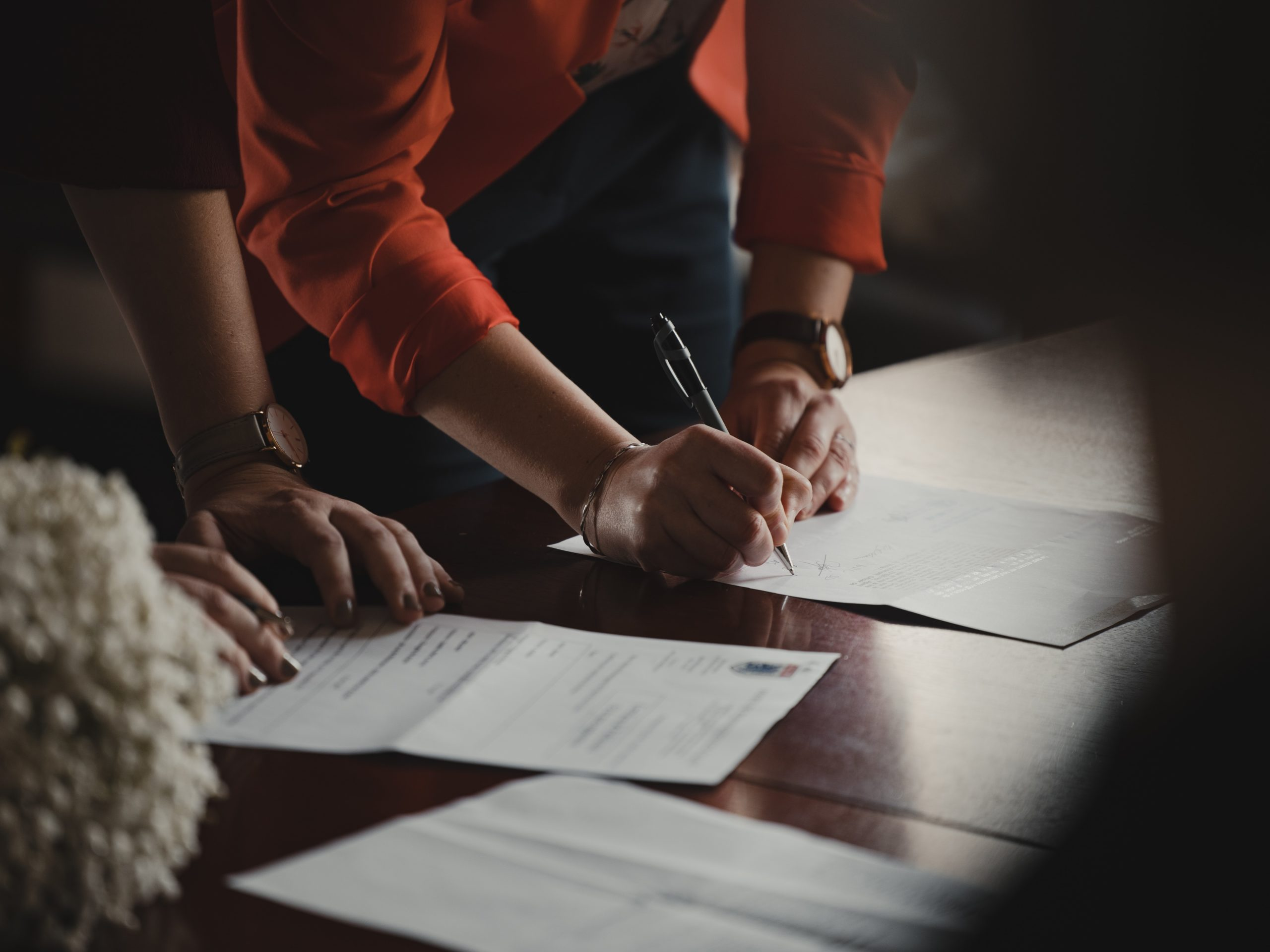 tips-when-man-signing-credit-agreement